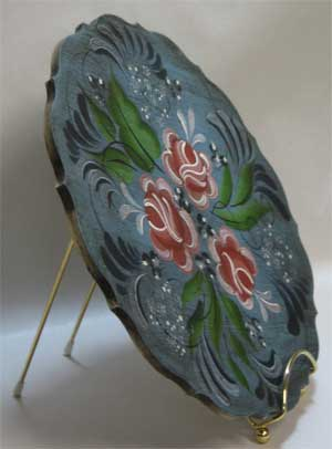 Painted Wood Plate with Smooth Gold Wire Plate Stand